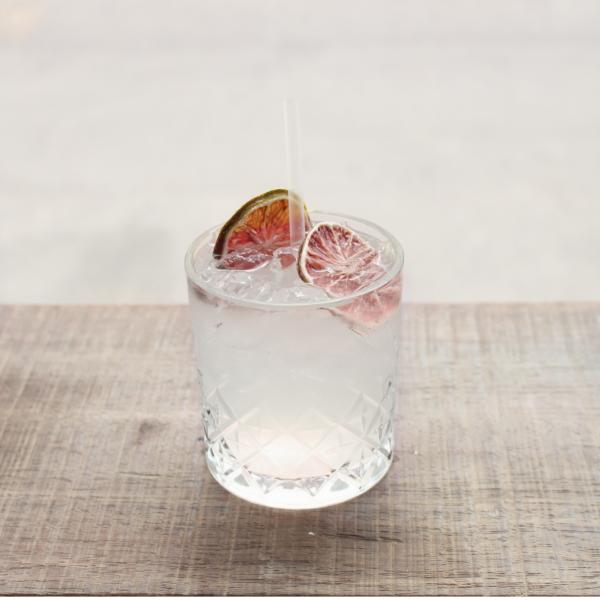 Mojito serveret i cocktailglas