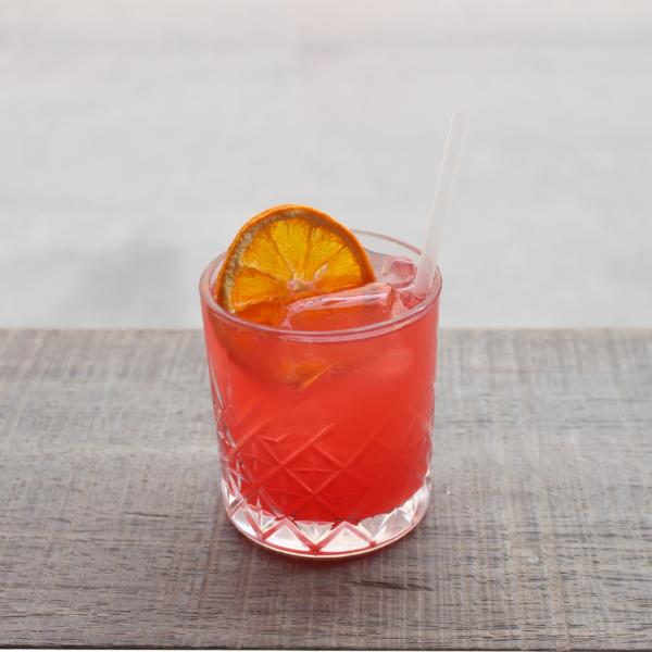 Cosmopolitan serveret i cocktailglas