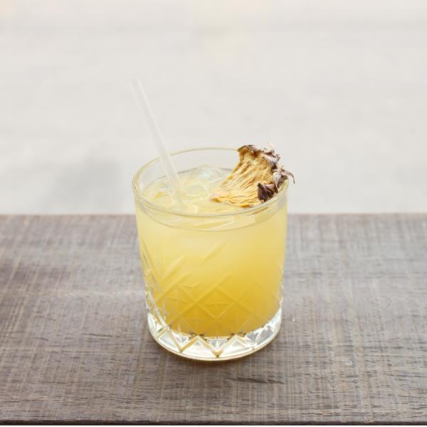 Pina Colada serveret i cocktailglas